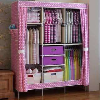 Comment fermer l'armoire à l'aide d'un rideau?